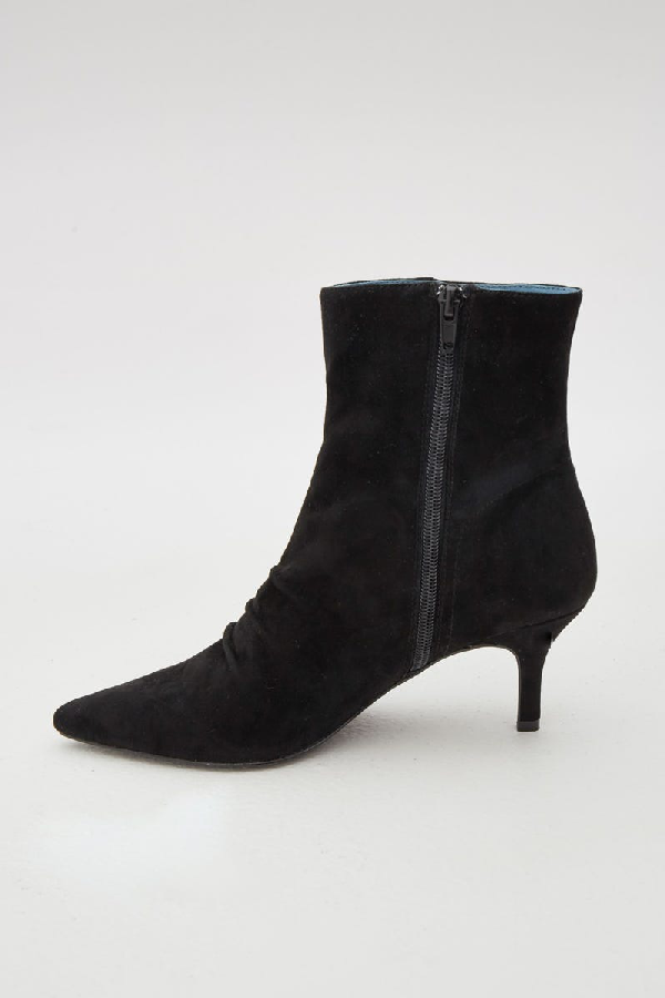 Jaggar Pleat Suede Boot In Black