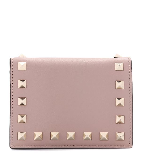 Valentino Garavani Rockstud Leather Compact Wallet In Blush