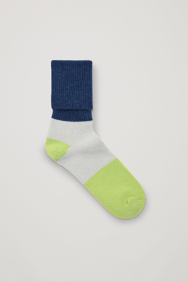 Cos Colour-block Wool-cashmere Socks In Blue
