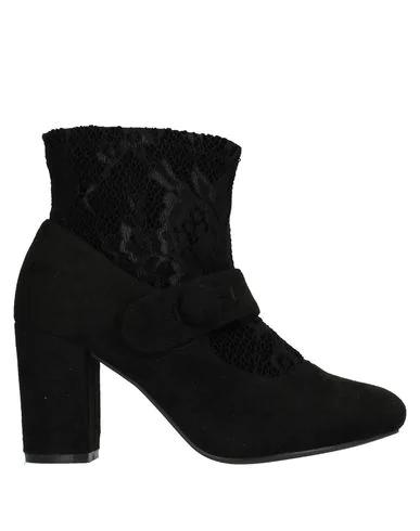 Romeo Gigli Ankle Boot In Black