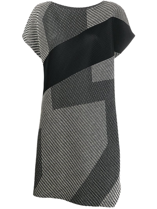 Issey Miyake Sashiko Pleats Short Sleeve Dress In Black