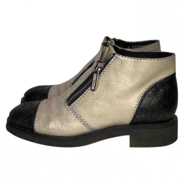 Pre-owned Chanel Ecru Leather Ankle Boots