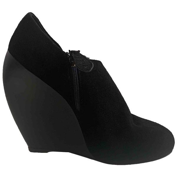 AlaÏa Black Suede Heels