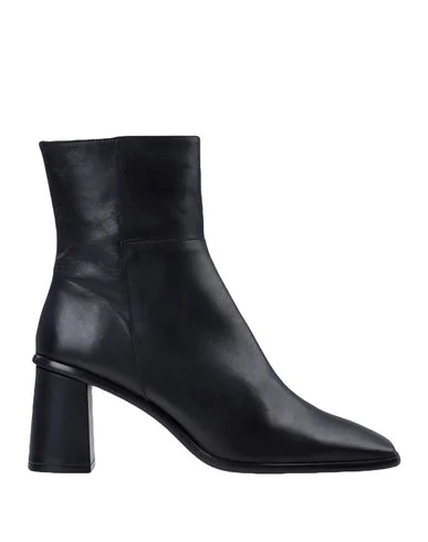 Alohas Ankle Boot In Black