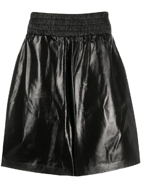 Bottega Veneta Shinny Leather Élastic Bermudas In Black