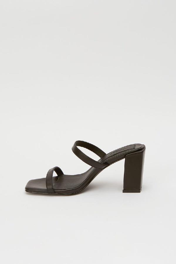 Jaggar Square Heel Sandals In Black