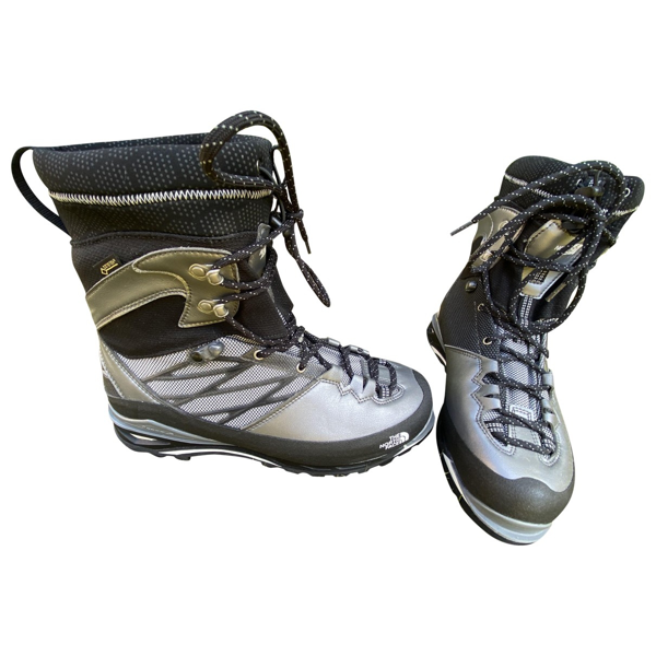 Pre-owned The North Face Silver Leather Boots