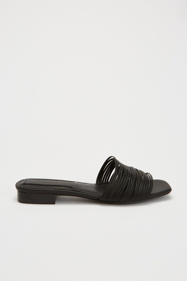 Jaggar String Flat In Black