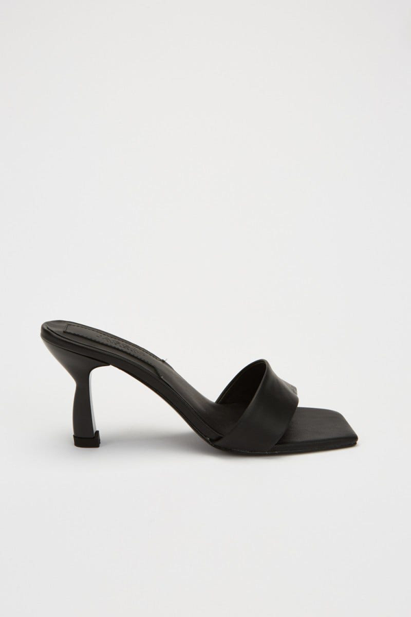 Jaggar Oblique Heel In Black