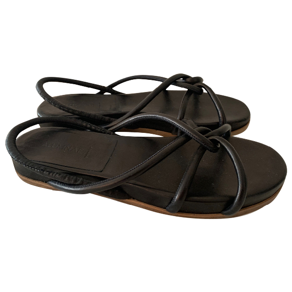Alumnae Black Leather Sandals