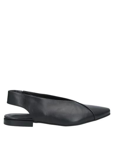 Liviana Conti Ballet Flats In Black