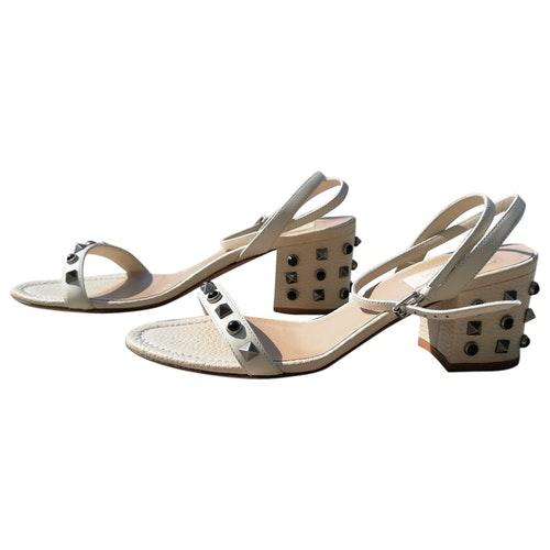 Pre-owned Valentino Garavani White Leather Sandals