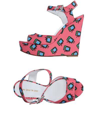 Au Jour Le Jour Sandals In Salmon Pink
