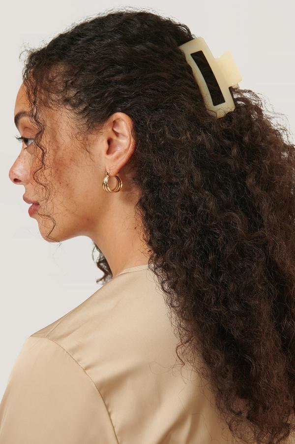 Na-kd Square Hairclip - Offwhite In Vanilla