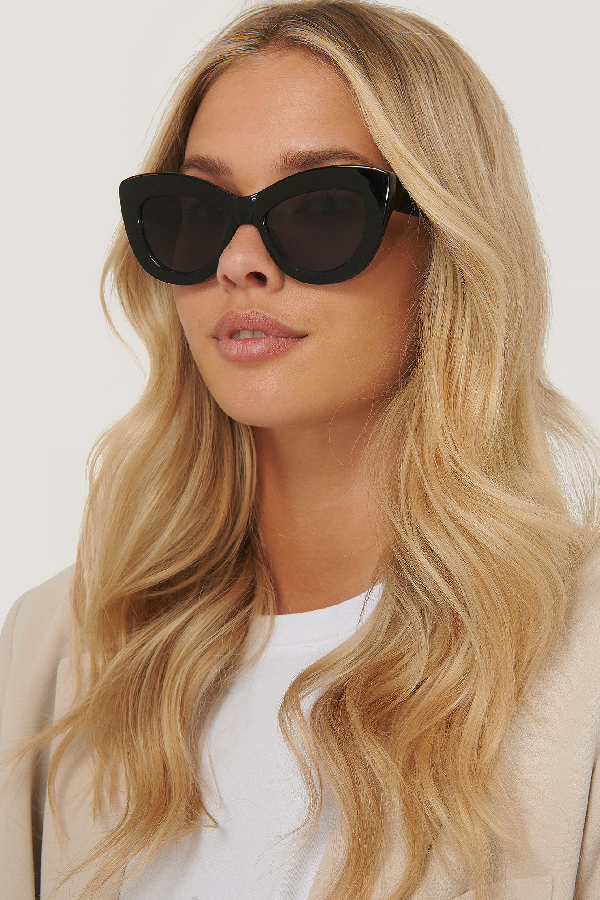 Na-kd Wide Upper Cateye Sunglasses Black