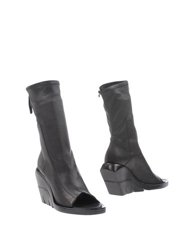Cinzia Araia Ankle Boot In Black