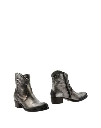 Manas Ankle Boot In Silver