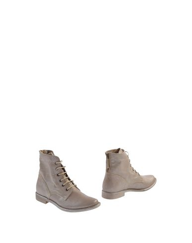 Manas Ankle Boot In Dove Grey