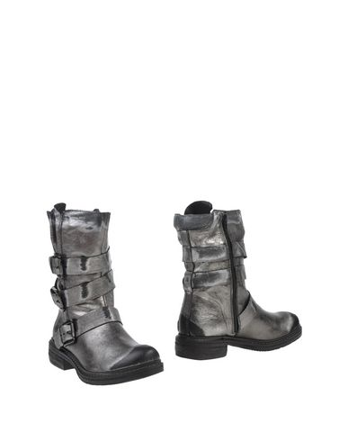 Manas Ankle Boot In Lead