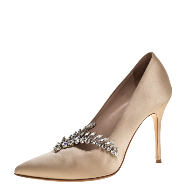 Pre-owned Manolo Blahnik Beige Satin Nadira Crystal Embellished Pointed Toe Pumps Size 38.5