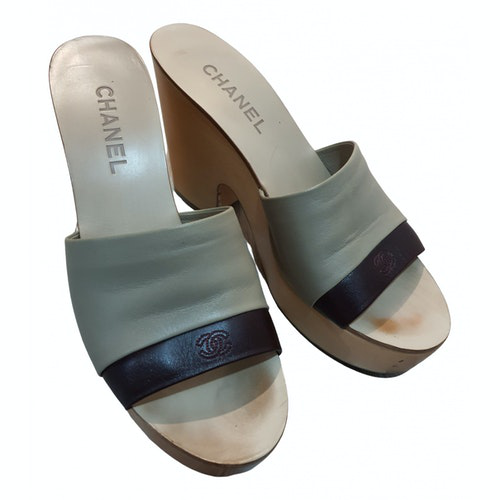 Pre-owned Chanel Beige Leather Sandals