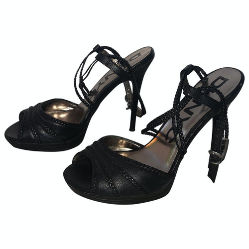 Pre-owned Dkny Black Patent Leather Heels