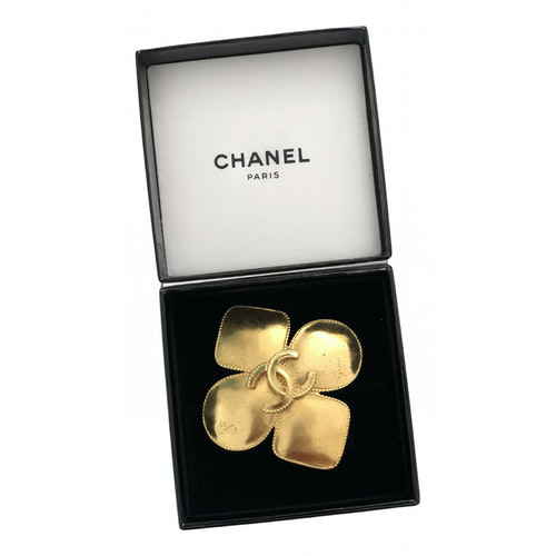Pre-owned Chanel Cc Gold Metal Pins & Brooches