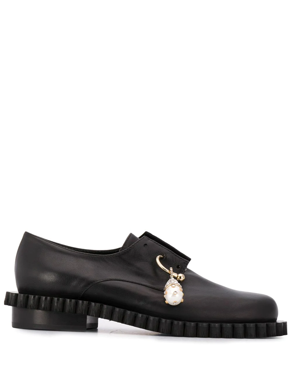 Coliac Pendant Detail Oxford Shoes In Black