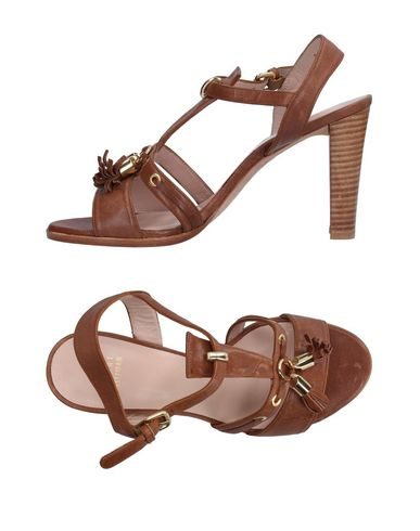 Stuart Weitzman In Brown