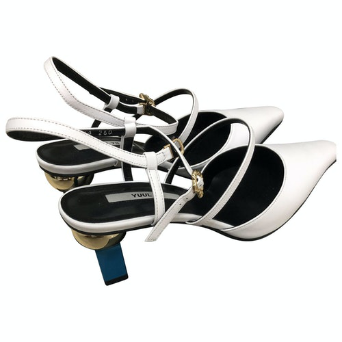 Pre-owned Yuul Yie White Leather Sandals
