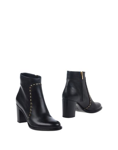 Salvatore Ferragamo Ankle Boot In Black