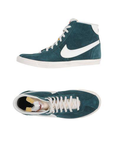 Nike In Green