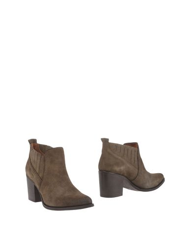 Steve Madden Ankle Boot In Military Green