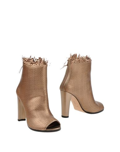 Stuart Weitzman Ankle Boots In Copper
