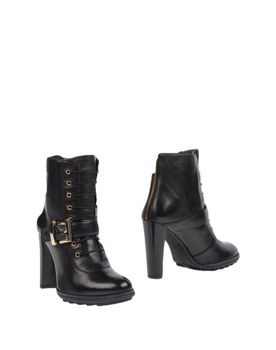 Stuart Weitzman Ankle Boot In Black