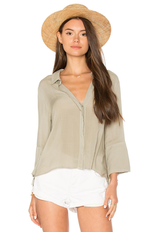 Bella Dahl Flutter Sleeve Tie Back Shirt In Sage