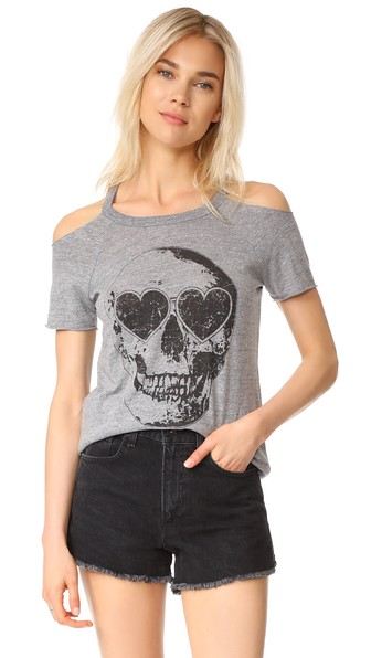 Chaser Cold-Shoulder Skull Tee In Streaky Grey