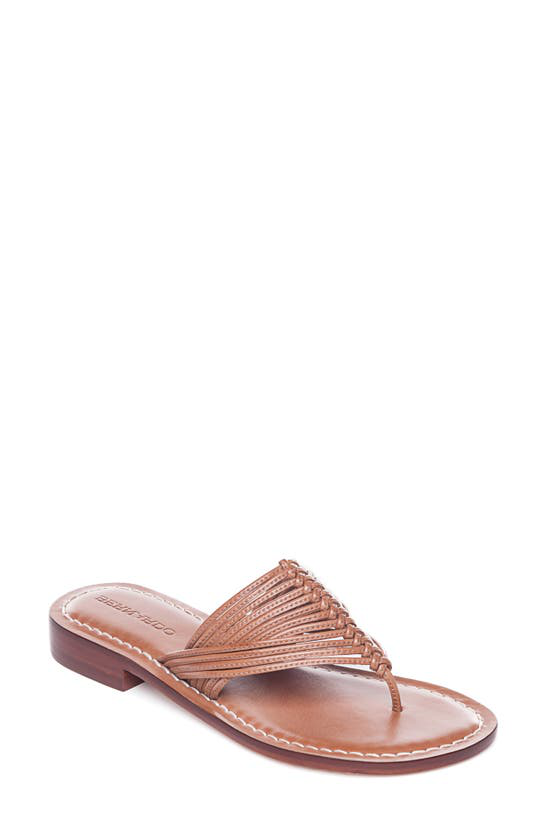 Bernardo matrice sandale Thong Living rose T Strap en cuir surpiqué Tongs Rouge