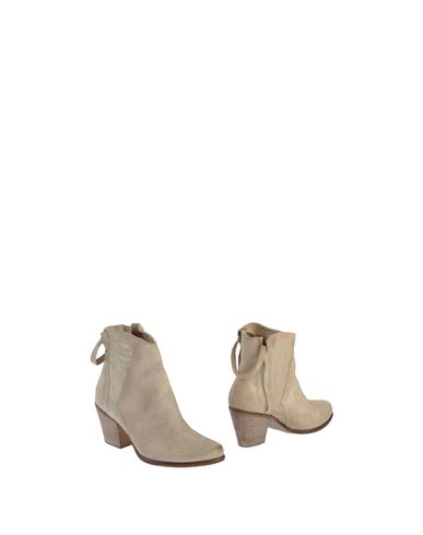 Manas Ankle Boots In Beige