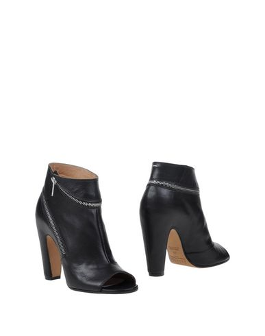 Maison Margiela Ankle Boot In Black