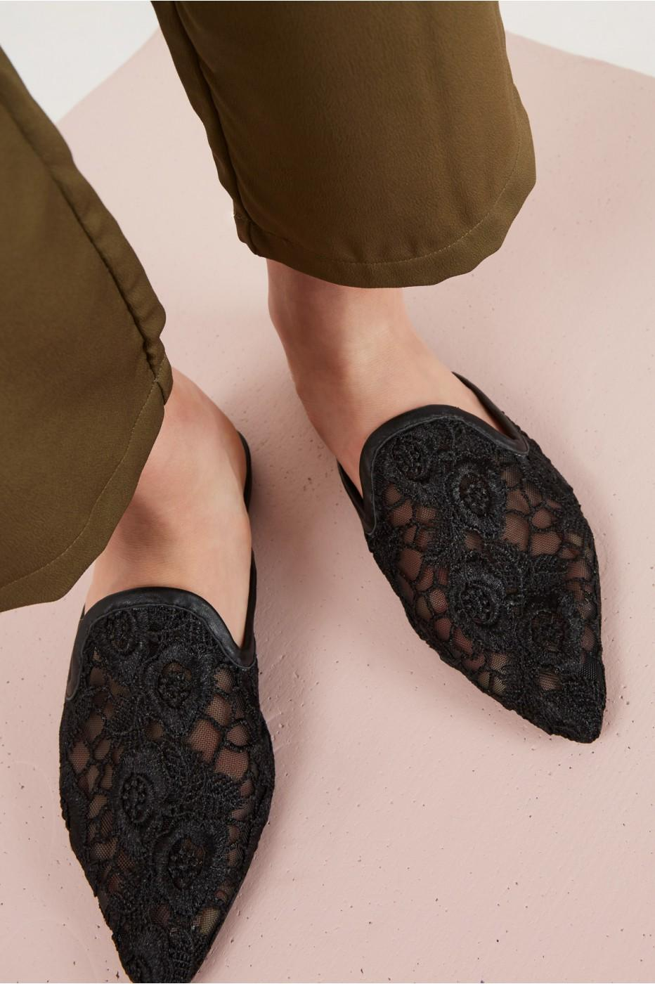 Jaggar Aside Lace Flat In Black