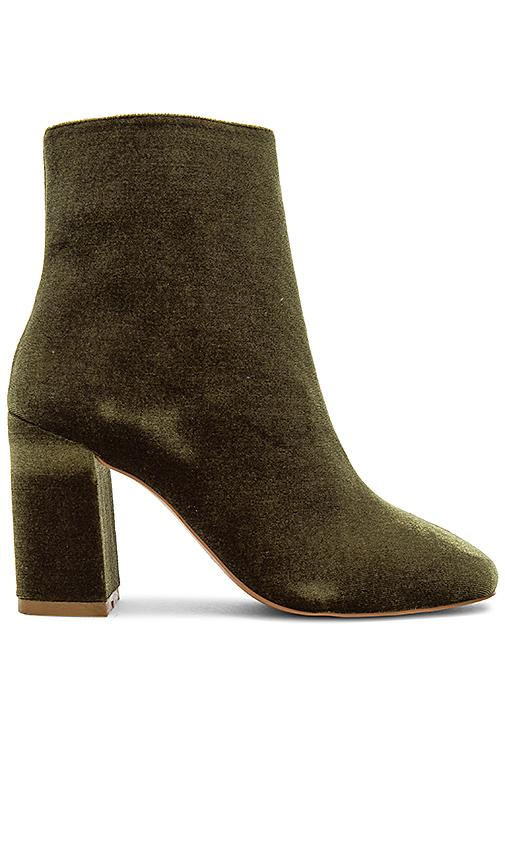 Jaggar Blocked Velvet Bootie In Olive