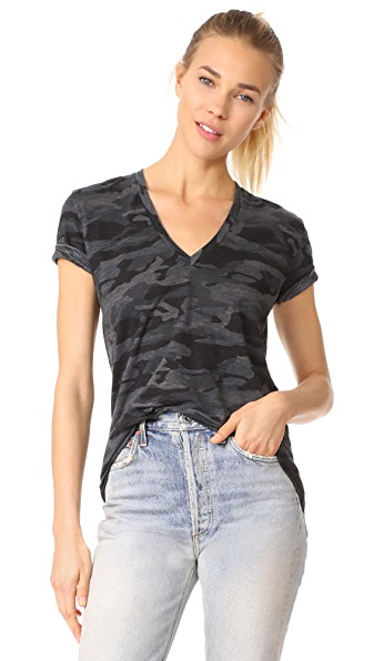 Monrow Relaxed V Neck Tee In Charcoal Camo