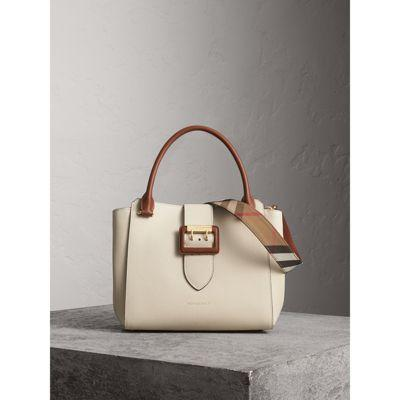 de6b1ef6ee52 Burberry The Medium Buckle Tote In Two-Tone Grainy Leather In Limestone