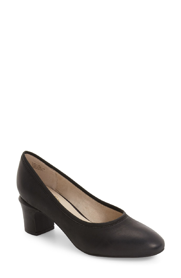 Seychelles Canopy Beveled Heel Pump In Black Leather