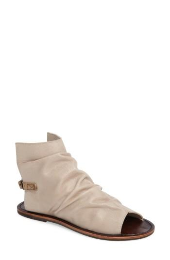Matisse Wesley Slouchy Sandal In Taupe Leather