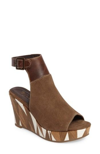 Matisse Harlequin Wedge Sandal In Taupe Leather