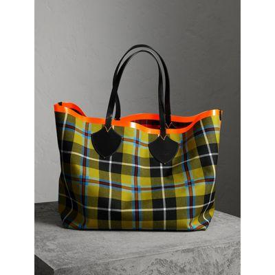4f3622a4bd85 Burberry The Giant Reversible Tote In Tartan Cotton In Flax Yellow ...