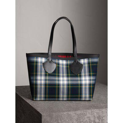 bced9ff53da1 Burberry The Medium Giant Reversible Tote In Tartan Cotton In Ink  Blue Military Red