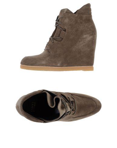 Stuart Weitzman Sneakers In Grey